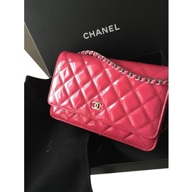 Pochette Chanel cuir rose vernis