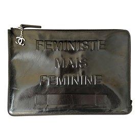 Pochette Chanel Feministe