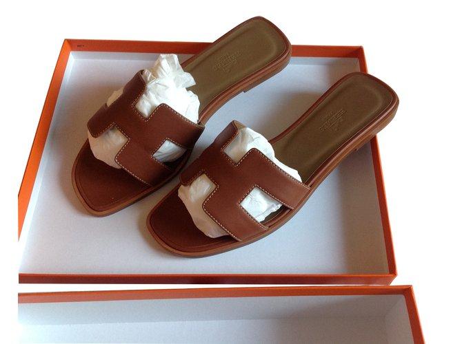 a8b3ced3fa5 Mules Hermès Oran Cuir Caramel ref.7217 - Joli Closet