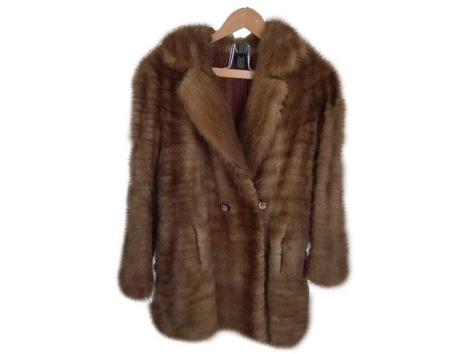 vestes autre marque veste en vison fourrure caramel ref. Black Bedroom Furniture Sets. Home Design Ideas