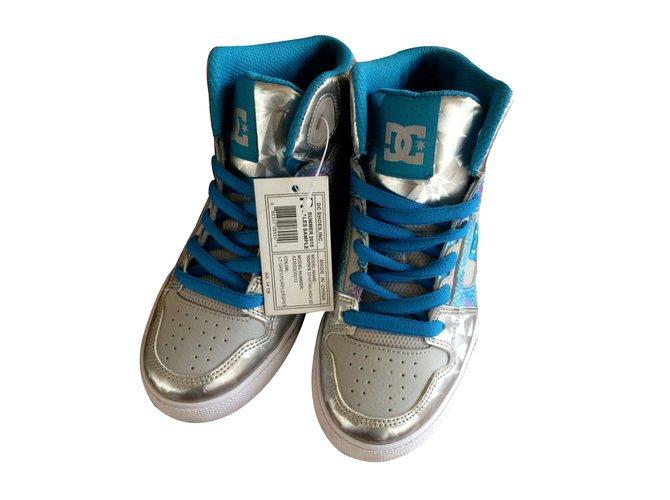 Baskets enfant Autre Marque DC Shoes modèle YOUTH'S SPARTAN Cuir Argenté ref.11655