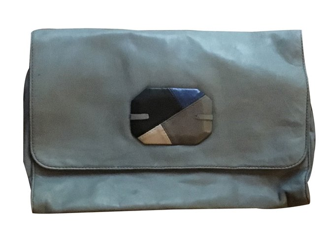 pochettes autre marque pochette cuir bleu joli closet. Black Bedroom Furniture Sets. Home Design Ideas