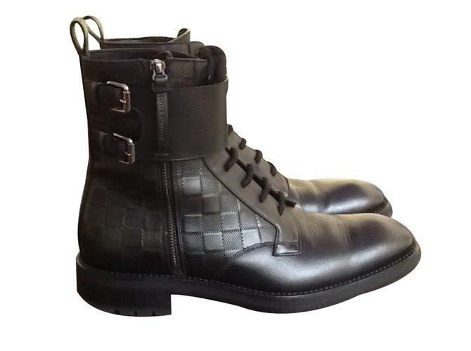 Bottes, boots Louis Vuitton Paire de boots rangers Cuir Noir ref.17431