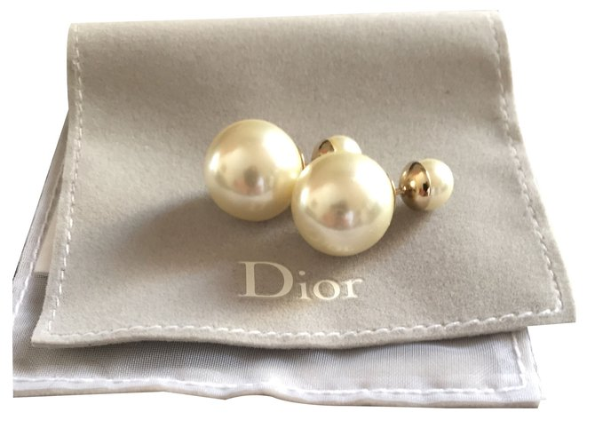 Boucles D Oreilles Dior Tribal Perle Blanc Casse Ref 21029 Joli Closet