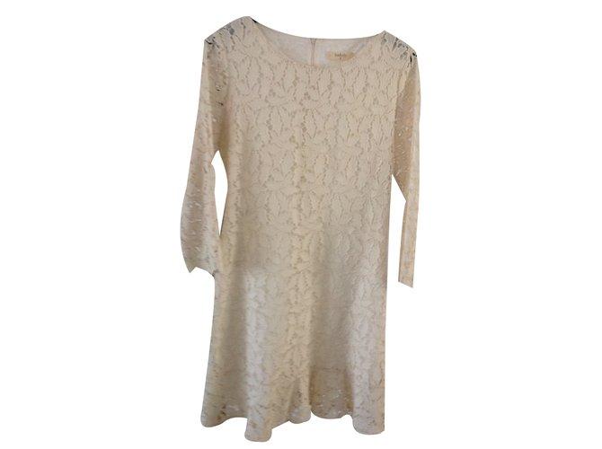 Robe beige guipure