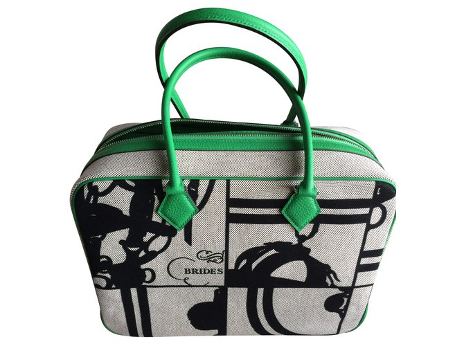 Sacs à main Hermès PLUME 32 Cuir Vert ref.23607