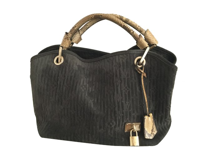 1896c6e77835 Louis Vuitton Handbag Handbags Leather Black ref.26365 - Joli Closet