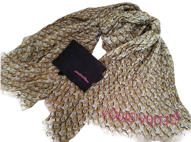 ed9c95d01f0ee Louis Vuitton IKAT Scarf Scarves Cashmere Other ref.27162 - Joli Closet