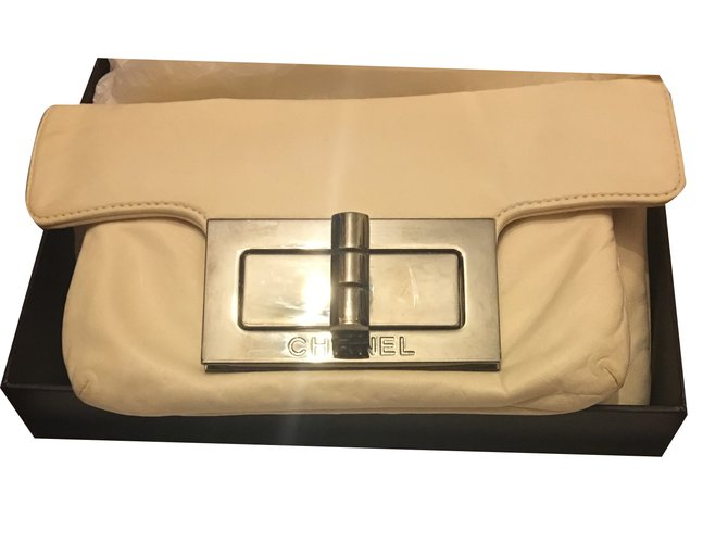 f4605cdd65d5 Chanel Reissue Wallet on Chain Handbags Leather Cream ref.29053 ...