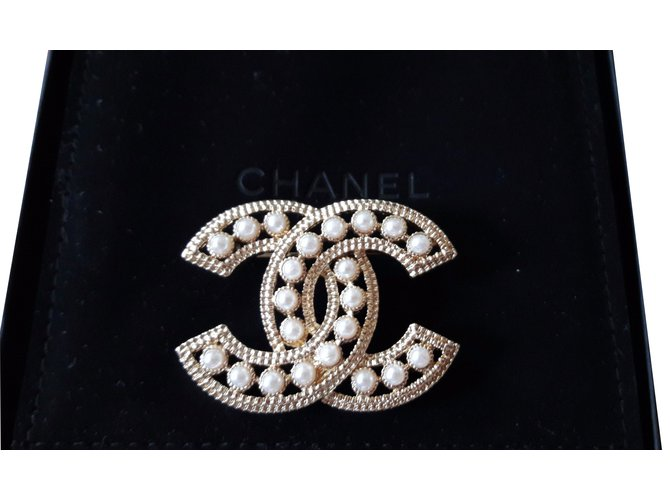 2a07ad61ba7 Broches Chanel Broche CC Chanel Métal Doré ref.30765 - Joli Closet