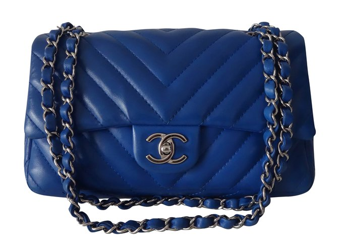 ab820541a1e39 Chanel CHANEL CHEVRON Handbags Leather Blue ref.33006 - Joli Closet