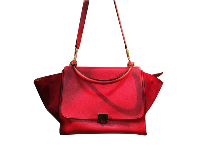 Céline Red Pebbled Calfskin Leather and Suede Medium Trapeze Bag Handbags  Suede Red ref.34183 511728353b534