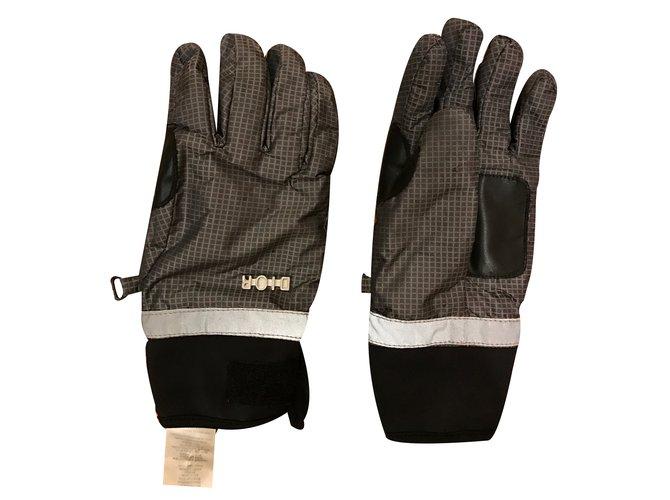 Chapeaux, bonnets, gants Christian Dior Pour ski Polyester Gris ref.34518