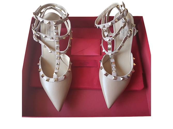 8dcc754ad9 Valentino Garavani Valentino Rockstud Shoes Heels Leather Beige ref.35888
