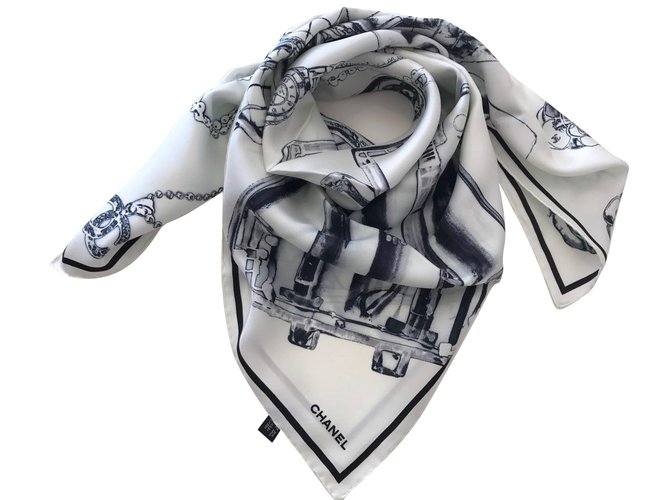 dbbf495336f0 Foulards Chanel FOULARD en soie Soie Blanc cassé ref.36086 - Joli Closet