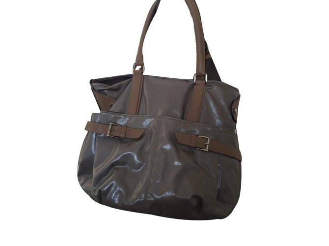 ad61ed50c53f4 Tod's Handbag Handbags Patent leather Beige ref.36355 - Joli Closet