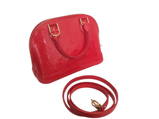 779b95dfb1 Sacs à main Louis Vuitton Alma BB bandouliere Cuir vernis Rouge ref.36472