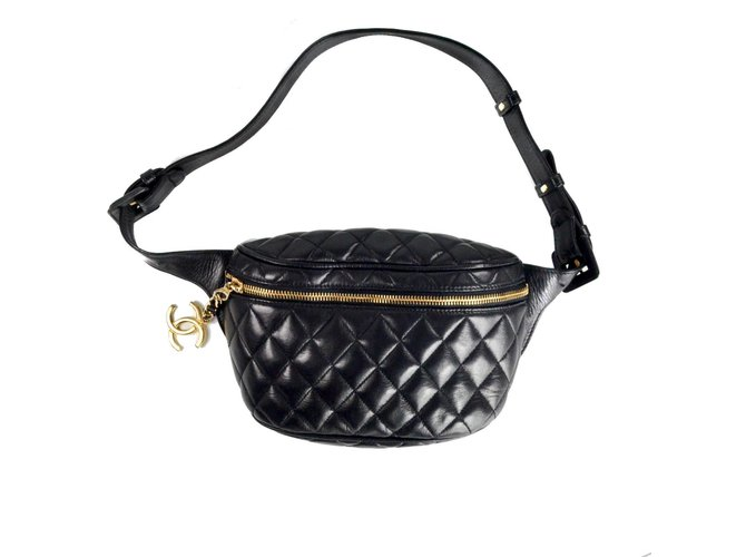 037de09befc6 Chanel Vintage Fanny Pack Handbags Leather Black ref.37146 - Joli Closet