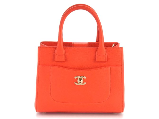8a0a31d2c746 Chanel Neo executive Handbags Leather Orange ref.38639 - Joli Closet