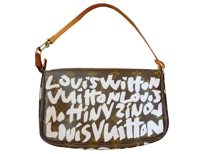 bd8e37bfa3b3b Louis Vuitton Graffiti limited edition Clutch bags Leather