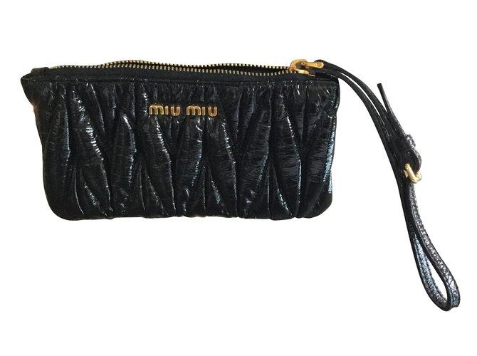 98b75d3924c Miu Miu Clutch bag Clutch bags Patent leather Black ref.39420 - Joli ...