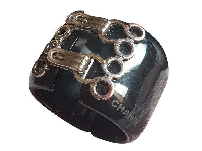 Bracelets Chanel manchette Résine Noir ref.39808