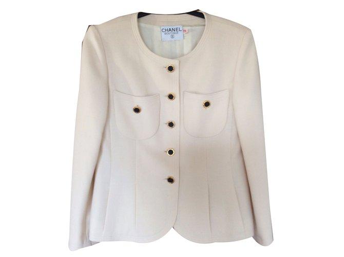 3875ea91fc8 Vestes Chanel Veste Chanel vintage Autre Crème ref.40554 - Joli Closet