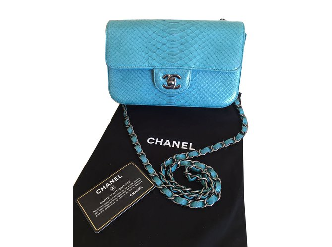 Sacs à main Chanel Small classic flap bag Cuirs exotiques Bleu ref.41210