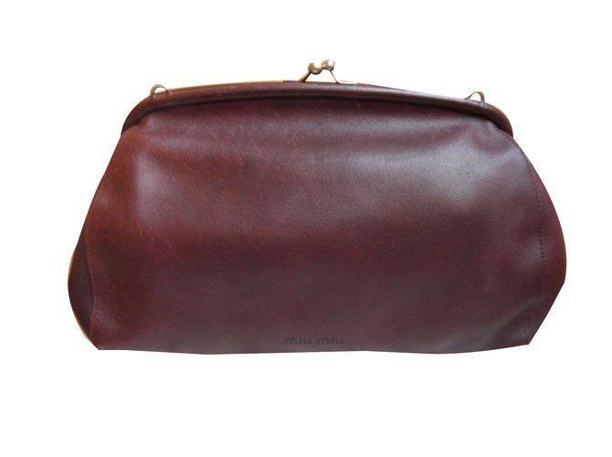 a62fa67f113 Miu Miu Clutch bag Clutch bags Leather Dark red ref.41290 - Joli Closet