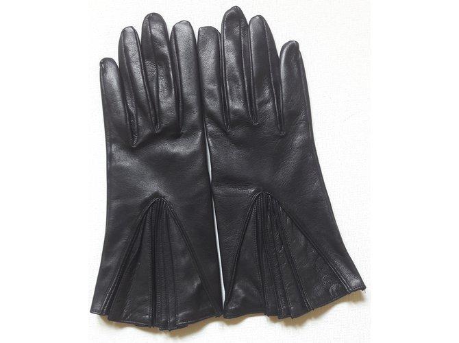 f60d28f8ae83 Hermès Gloves Gloves Lambskin Black ref.41793 - Joli Closet