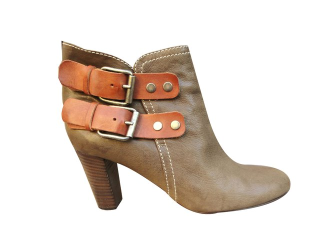 Chloé Ankle Boots Ankle Boots Leather Khaki ref.42056