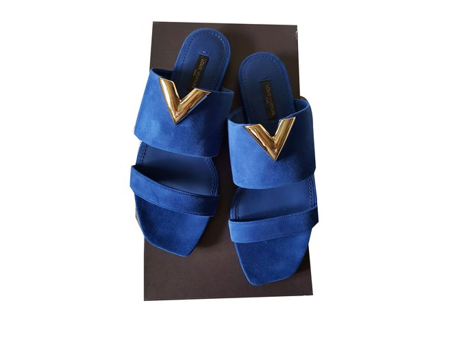 9db1dfb1749b Louis Vuitton Sandals Sandals Deerskin Navy blue ref.42616 - Joli Closet