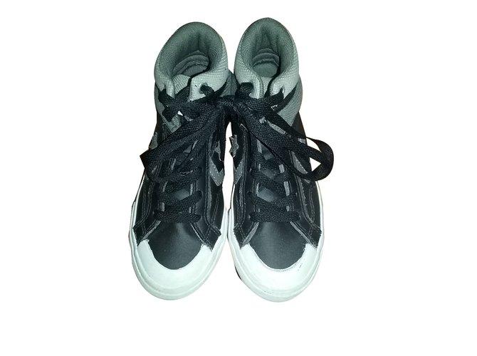 827edc469f1eb Baskets enfant Converse Converse Cuir Noir ref.44561 - Joli Closet
