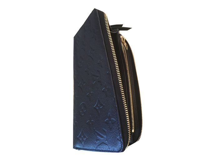 f8a0871352e Petite maroquinerie Louis Vuitton Zippy empreinte Cuir Bleu Marine ref.46757