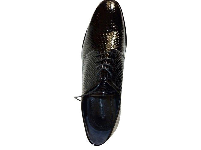 893de313428 Derbies homme Louis Vuitton Superbes Chaussures Derby Louis Vuitton noir  verni à damier ! Cuir vernis ...