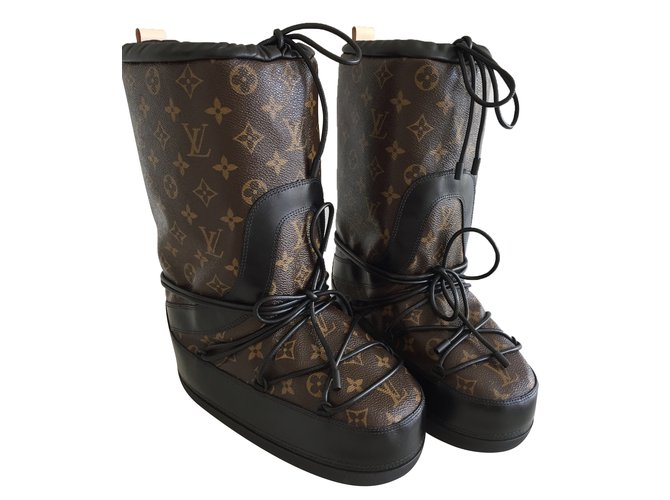 Bottes Louis Vuitton Snow day boots Fourrure Marron ref.48775 - Joli ... 09a38e08b06
