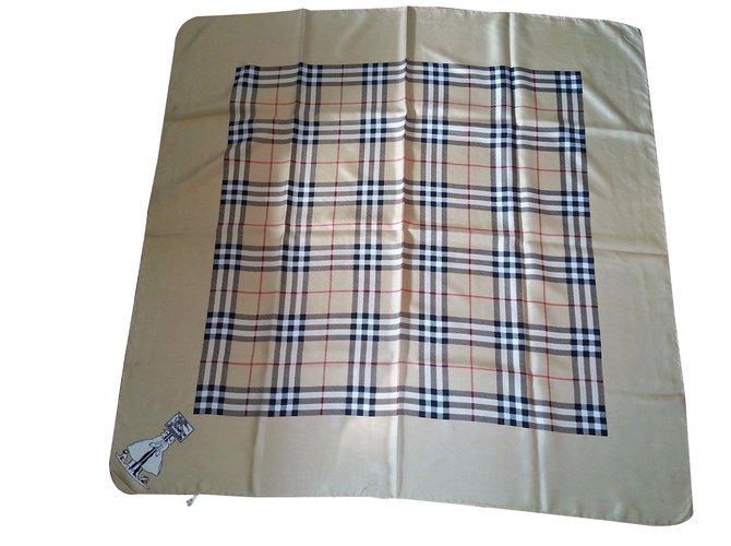 57bd5723ff22 Carrés Burberry Carré Soie Beige ref.49854 - Joli Closet