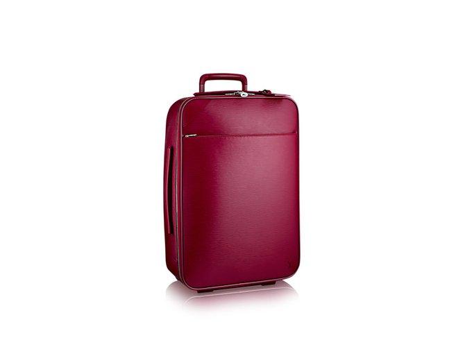 d30c411118b6 Louis Vuitton Pégase 55 Travel bag Leather Red ref.51240 - Joli Closet
