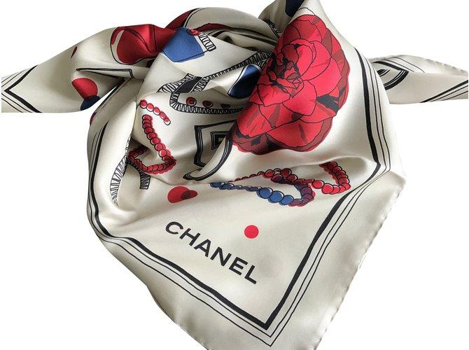 Foulards Chanel Foulard soie Chanel Soie Autre ref.51501 - Joli Closet 63a9e8ea906