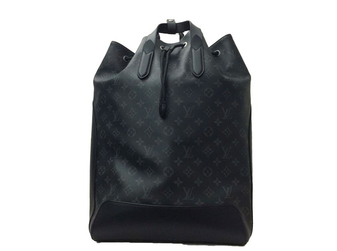 a57882408fcd Sacs Louis Vuitton Superbe   Rare Sac à dos Louis Vuitton Explorer Eclipse  du défilé homme
