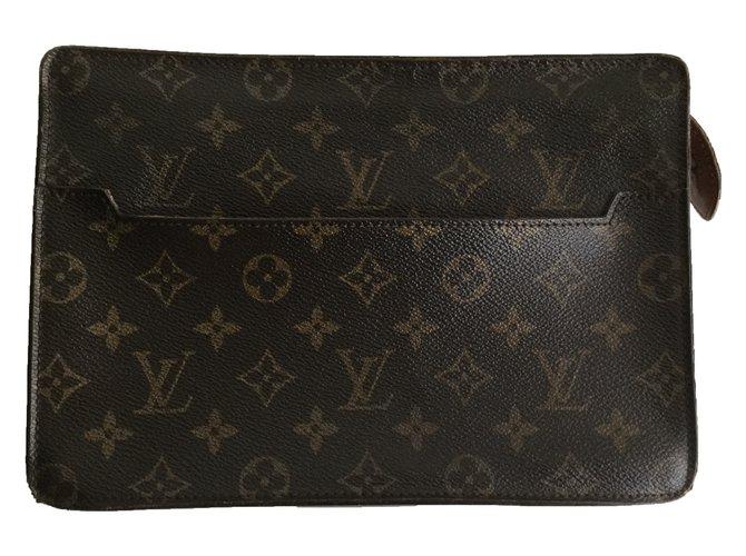81c53ba06e8b Louis Vuitton Clutch bags Clutch bags Leather Brown ref.51927 - Joli ...