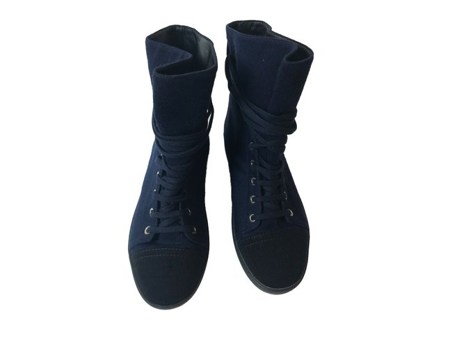 Chanel Sneakers Navy blue Cloth  ref.52112