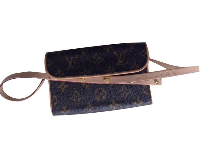 6c5c266759b8 Louis Vuitton Belt bag Clutch bags Leather Brown ref.52987 - Joli Closet