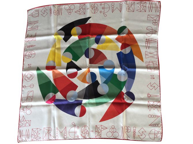 Hermès Silk scarves Silk scarves Silk Beige ref.53110