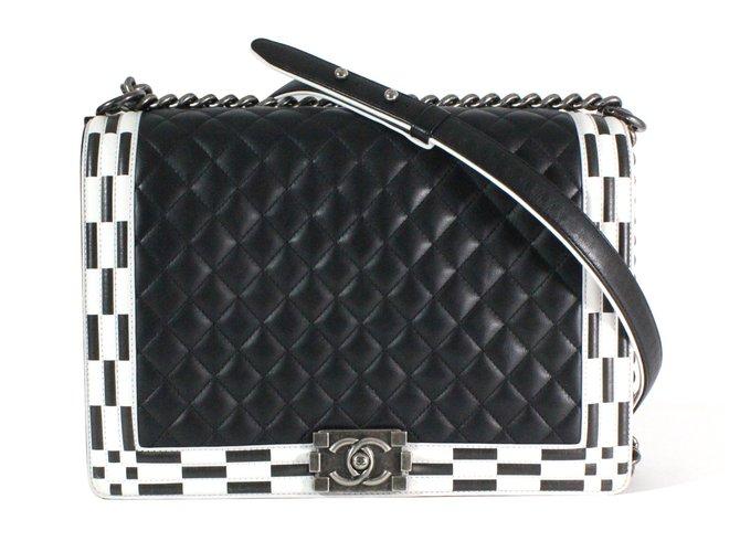 Sacs à main Chanel Boy Cuir Noir,Blanc ref.54786