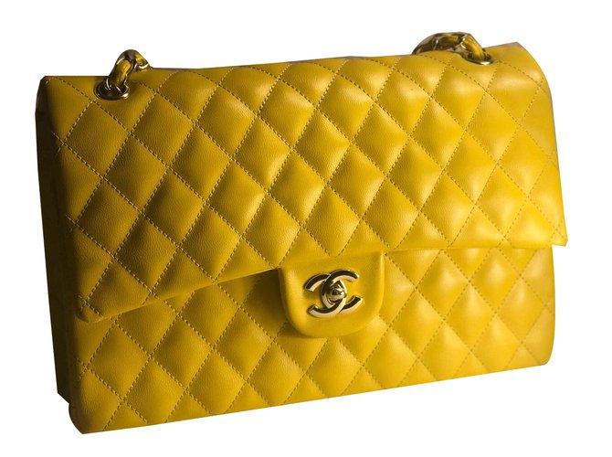 Sacs à main Chanel Timeless Cuir Jaune ref.55318