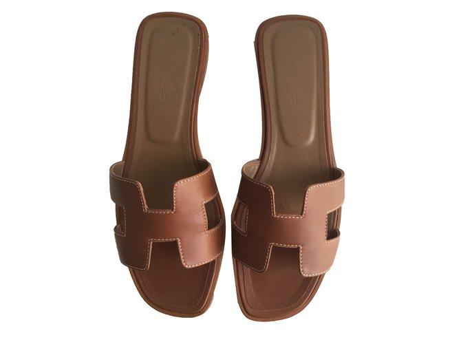 8d451e5d8b3 Hermès Oran Sandals Leather Brown ref.55649 - Joli Closet