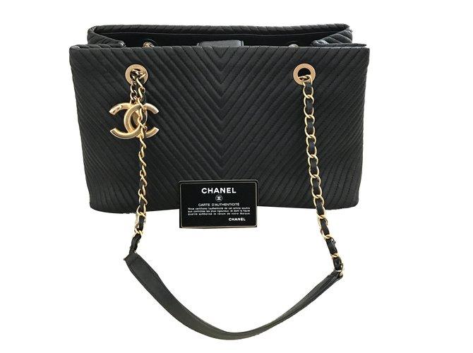 Chanel Chanel Chevron tote Handbags Leather Black ref.55851 - Joli ... 348e09129e