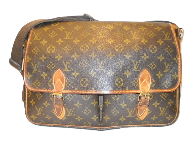 0a3b4a54b9b0 Louis Vuitton LOUIS VUITTON vintage Gibecìere GM Monogram. Bags Briefcases  Leather