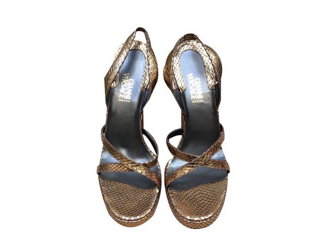 14cd942b1656 Gianni Versace Sandals Sandals Leather Golden ref.57346 - Joli Closet